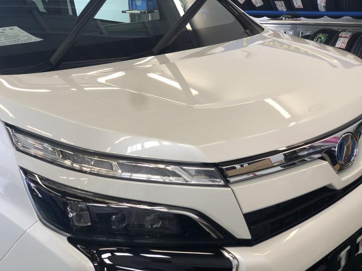 新車トヨタ ヴォクシー 鎧壱式一層ガラスコーディングのサムネイル